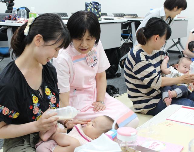P5 2a 江崎グリコ 液体ミルク体験会より - 江崎グリコ、乳児用液体ミルクの周知・活用を促す